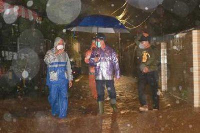 Walikota Vicky Lumentut Saat memantau Banjir