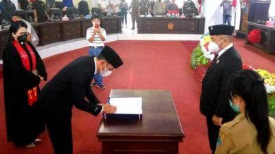 Prosesi pelantikan Wellem Katuuk sebagai Anggota DPRd Minut menggantikan Alm Denny Sompie