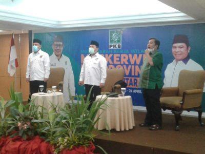 Foto : Ketua DPW PKB Sulut Luqman Hakim, Sekretaris Yusran Alhabsy bersama Wasekjen DPP PKB Eman Dermawan.
